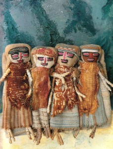 Peruvian dolls - Illustration from the book Rondom Textiel